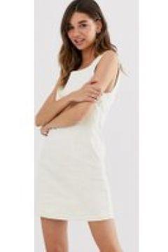 Monki - Armelloses Mini-Hemdkleid aus Cord in gebrochenem Weiß - Rot(95027568)